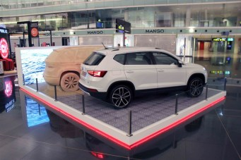media-La SEAT Ateca porta la spiaggia in aeroporto a Barcellona (5)