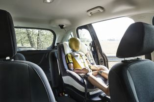 ford2015_c-max_isizeseat_1