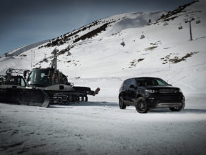 aez-strike-gr-land-rover_winterpic-02