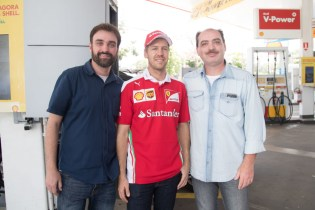 shell_customers_surprised_to_see_sebastian_vettel_at_a_shell_station_in_bra_il