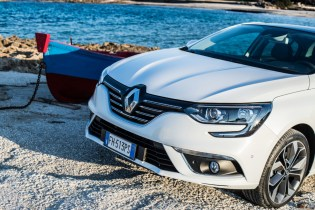 Renault Megane Grand Coupé24