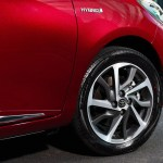 2017-toyota-yaris-hybrid-red-detailext-01