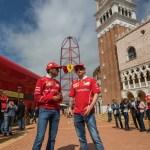 Visita de Kimi Raikkonen a Ferrari Land 8