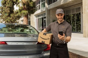 227710_Volvo_Cars_adds_in-car_delivery_by_Amazon_Key_to_its_expanding_range_of