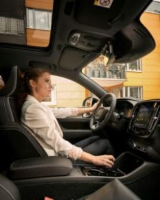 228669_Volvo_Cars_to_embed_Google_Assistant_Google_Play_Store_and_Google_Maps_in