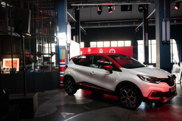 21217997_CS-_Renault_Garage_Italia_e_Facebook_insieme_a_bordo_fra_tradizione_e