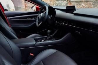 13_All-New-Mazda3_5HB_INT