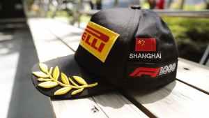 24693_01-f1-un-cappellino-speciale