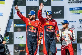 La Citroe¦ên C3 WRC dell'equipaggio finlandese conquista il secondo posto al Rally di Finlandia (4)