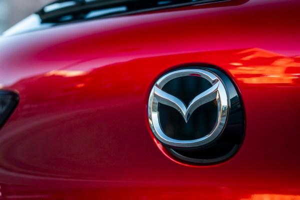 Mazda3-Skyactiv-X_Detail_HB_soul_red_crystal-7