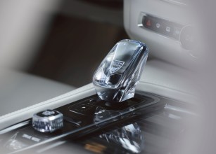 The refreshed Volvo V90/S90 Interior Detail - Orrefors Gear shift