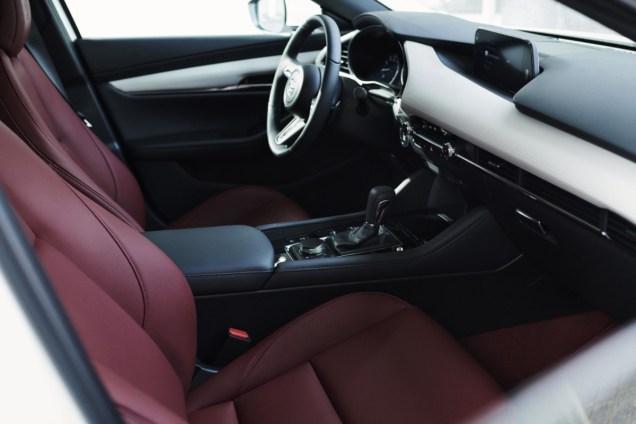 1875451_2020_100thSV_BRD15_EU_LHD_Mazda3_Interior