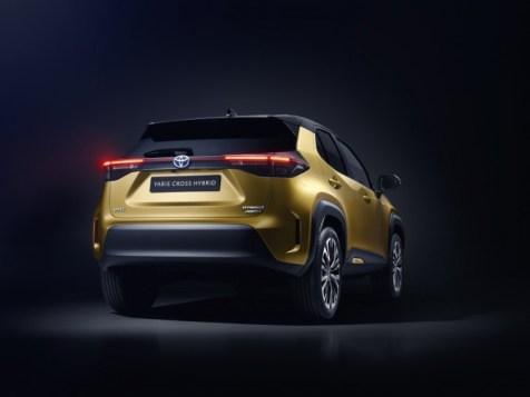 800_toyota-new-yaris-cross-rear