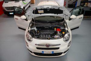 Nel vano motore della Fiat 500 X è stato installato un kit Autogas Italia completo di parte pneumatica ed elettronica