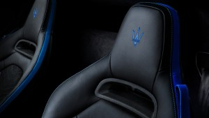 Small-16819-MaseratiMC20-interior