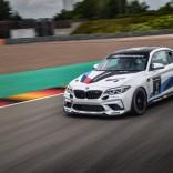 P90401258_highRes_the-bmw-m2-cs-racing