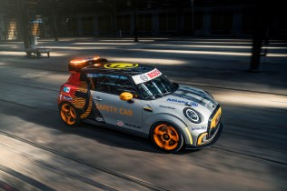 P90417202_highRes_the-mini-electric-pa
