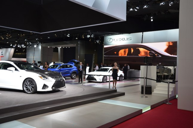 © MotorNews kw_Pariser Automobilsalon 2014 / Lexus Messestand