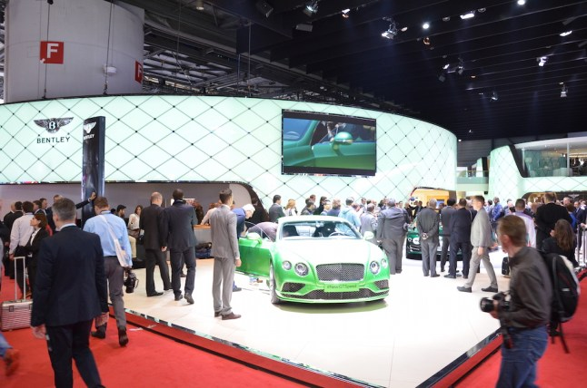 © MotorNews kw / 85. Auto-Salon Genf 2015 / Bentley Messestand