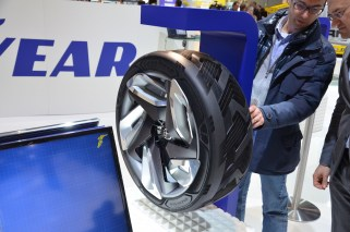 © MotorNews kw / 85. Auto-Salon Genf 2015 / Goodyear BH03
