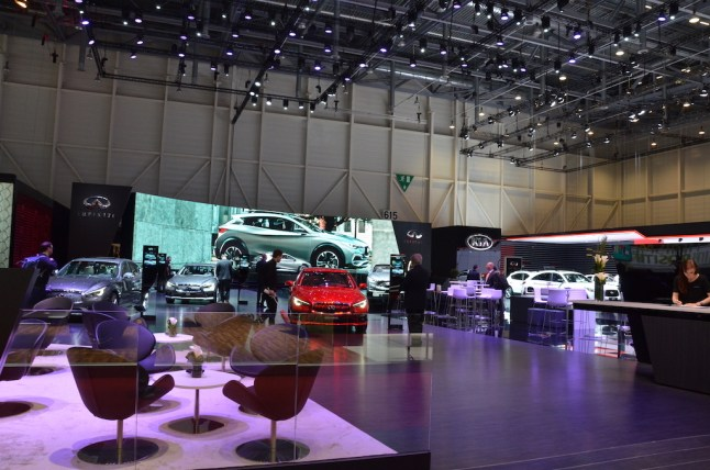 © MotorNews kw / 85. Auto-Salon Genf 2015 / Infiniti Messestand