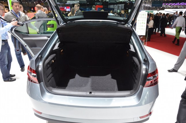 © MotorNews kw / 85. Auto-Salon Genf 2015 / Skoda Superb Limousine