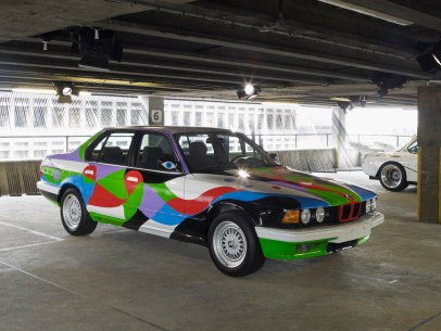 "© BMW AG / ""ART DRIVE! Die BMW Art Car Collection 1975-2010"" in London, 21. Juli – 4. August 2012. Von links: César Manrique, BMW Art Car, 1990 - BMW 730i, Frank Stella, BMW Art Car, 1976 - BMW 3.0 CSL"