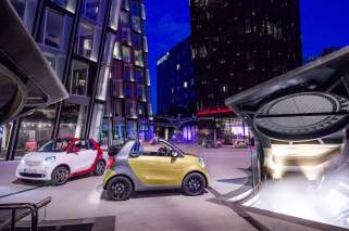 © Daimler AG / smart fortwo cabrio 2015 / smart fortwo cabrio, prime, black to yellow / titania grey matt smart fortwo cabrio, passion, white / jupiter red
