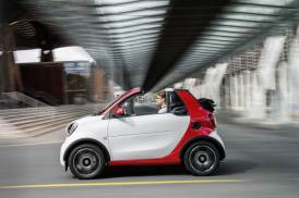 © Daimler AG / smart fortwo cabrio 2015 / smart fortwo cabrio_passion- white - jupiter red