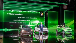 Dr. Dieter Zetsche, Vorstandsvorsitzender der Daimler AG und Leiter Mercedes-Benz Cars bei der Weltpremiere der neuen smart ed Familie. ; Dr. Dieter Zetsche, Chairman oft he Daimler Board of Management and Head of Mercedes-Benz Cars at the world premiere oft he new smart electric drive family.;