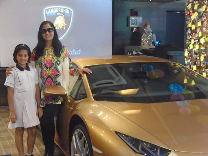 Kolkata: Indiau0027s First Lady Lamborghini Owner Receives Countryu0027s First  Golden Coloured Huracan
