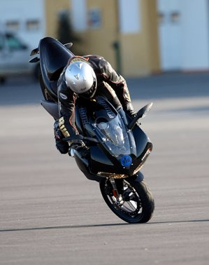 how-to-stoppie-on-a-motorcycle-7064_5