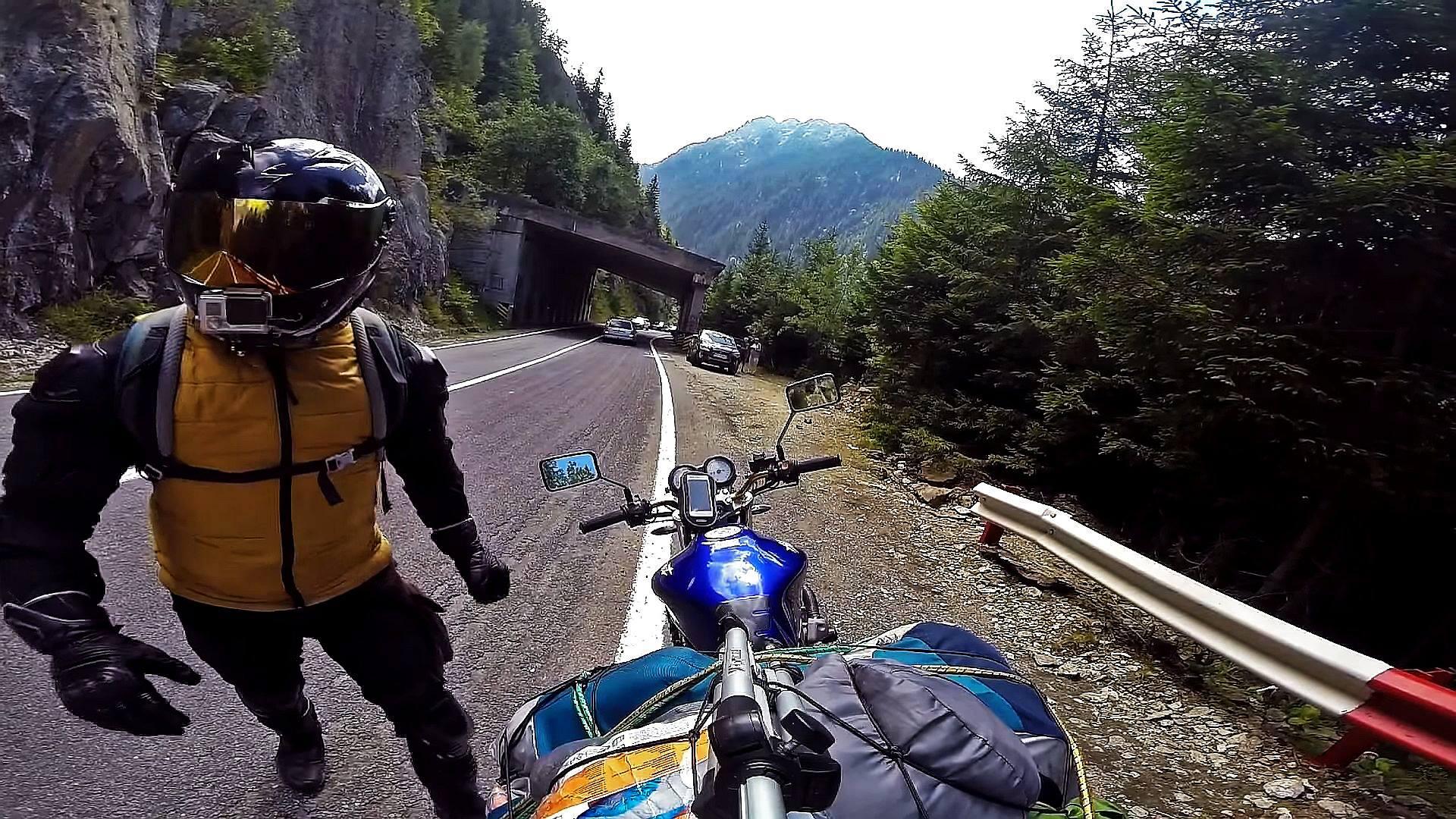 """[Jurnal de călătorie] Despre o călătorie de 1.700km pe la noi prin țară cu cortul și puțin despre motovlogging cu """"Pidu"""""""