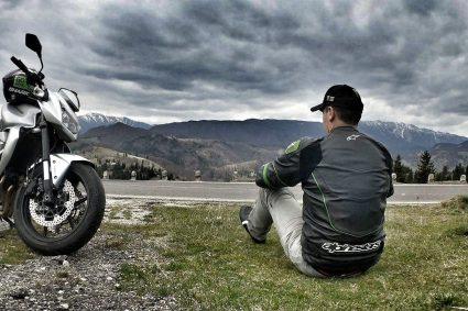 Povești motociclești : O tură solo de Paște