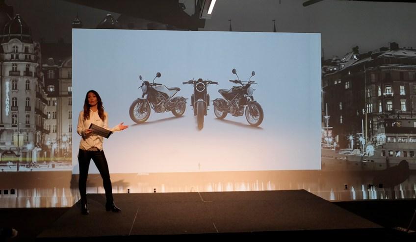 Förutom mingel och provsittning fick vi en presentation av de tre nya landsvägsmodellerna från Husqvarna, varvat med historiska bilder från racingframgångarna med Torsten Hallman....