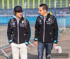 Die Renault-Teamkollegen Nicolas Prost und Sebastien Buemi auf dem Weg zum Arbeitsplatz