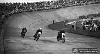 Bahnrennen auf der Zementbahn im Ernst-Thälmann-Stadion 1955