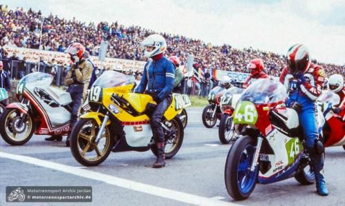 Startaufstellung der 250ccm-Klasse am Sachsenring 1986: v.r. Neuser, Findeisen, Kehrer