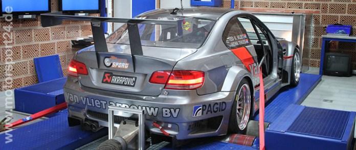 BMW M3 E92 Rennwagen auf dem Leistungsprüfstand