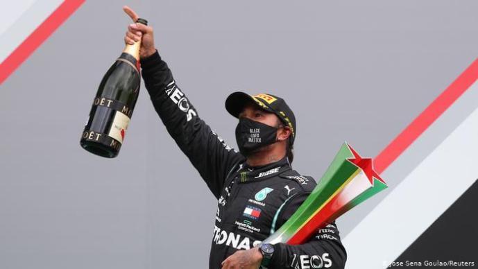 """Mika Häkkinen Hamiltonin ennätyksestä: """"En yllättyisi nähdessäni Lewisin saavuttavan sata GP-voittoa."""""""