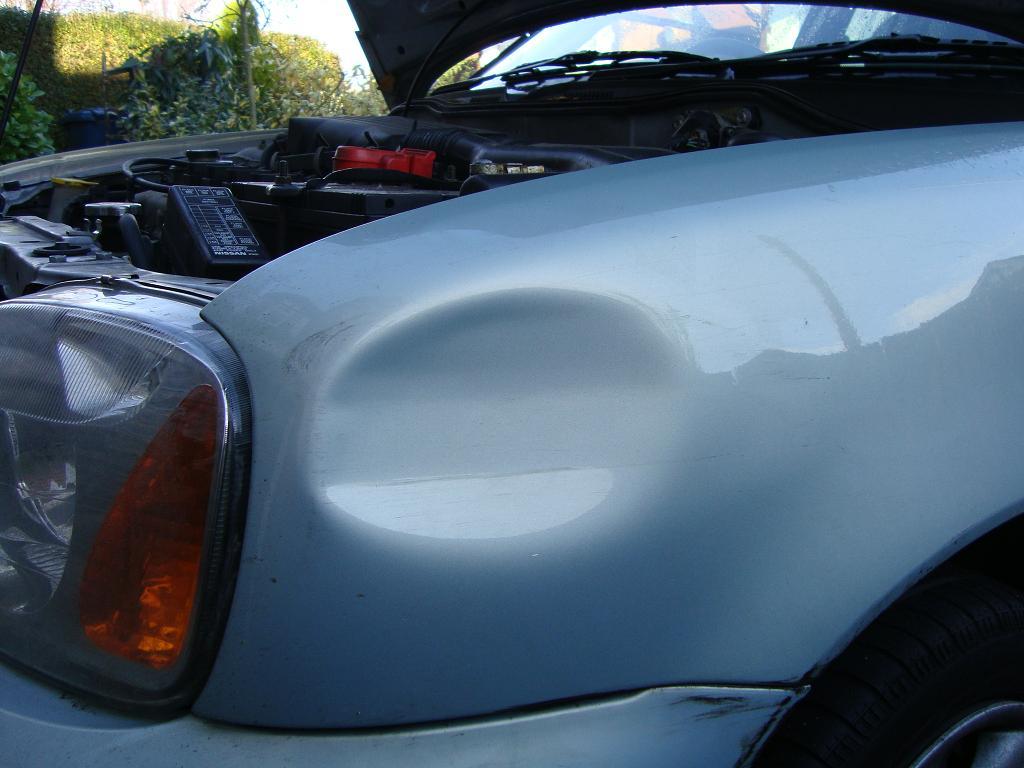 Como eliminar pequenas mossas sem danificar a pintura do carro