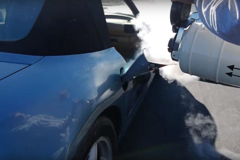 O que acontece se atestarmos o carro com nitrogénio liquido?