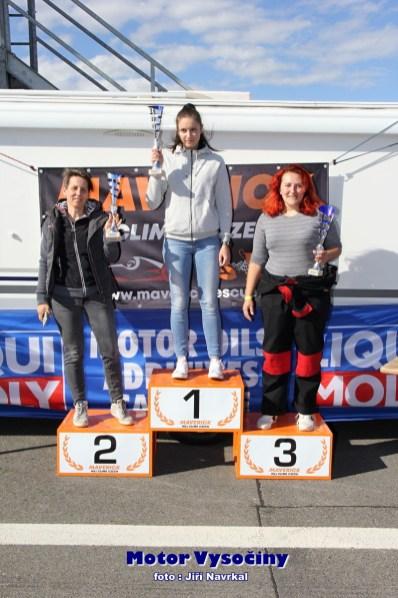 18 - Dobrovolná Blanka s Hrubanovou Lenku na stupních vítězů v Dámské trofeji