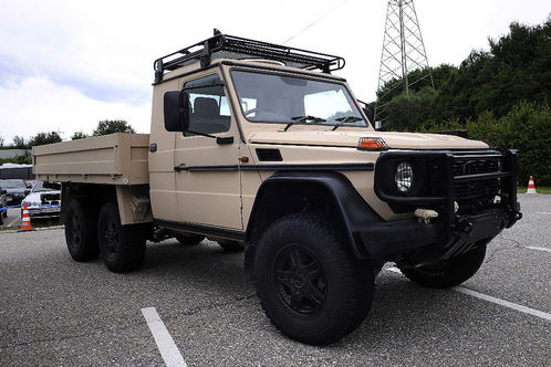 Mercedes-Gclass-6x6-1