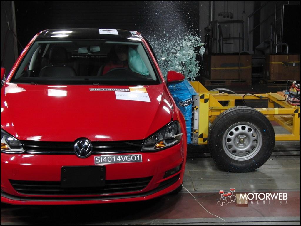 2014 Volkswagen Golf VII Latin NCAP 12