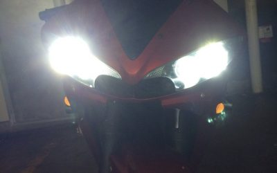 Bright Headlights on Yamaha R6s