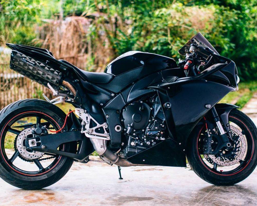 Yamaha R1_@syawqiyunus