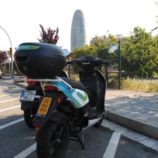 eCooltra motosharing en Barcelona torre agbar