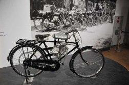 Il prototipo del 1946 del motore da applicare alle bici. Questo modello non entrò in produzione.