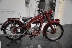La prima moto Honda: La Dream.